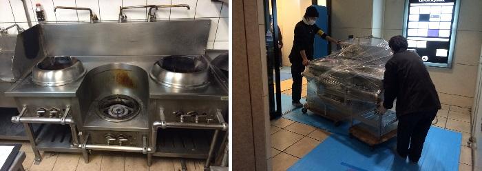 業務用厨房機器を運ぶスタッフ