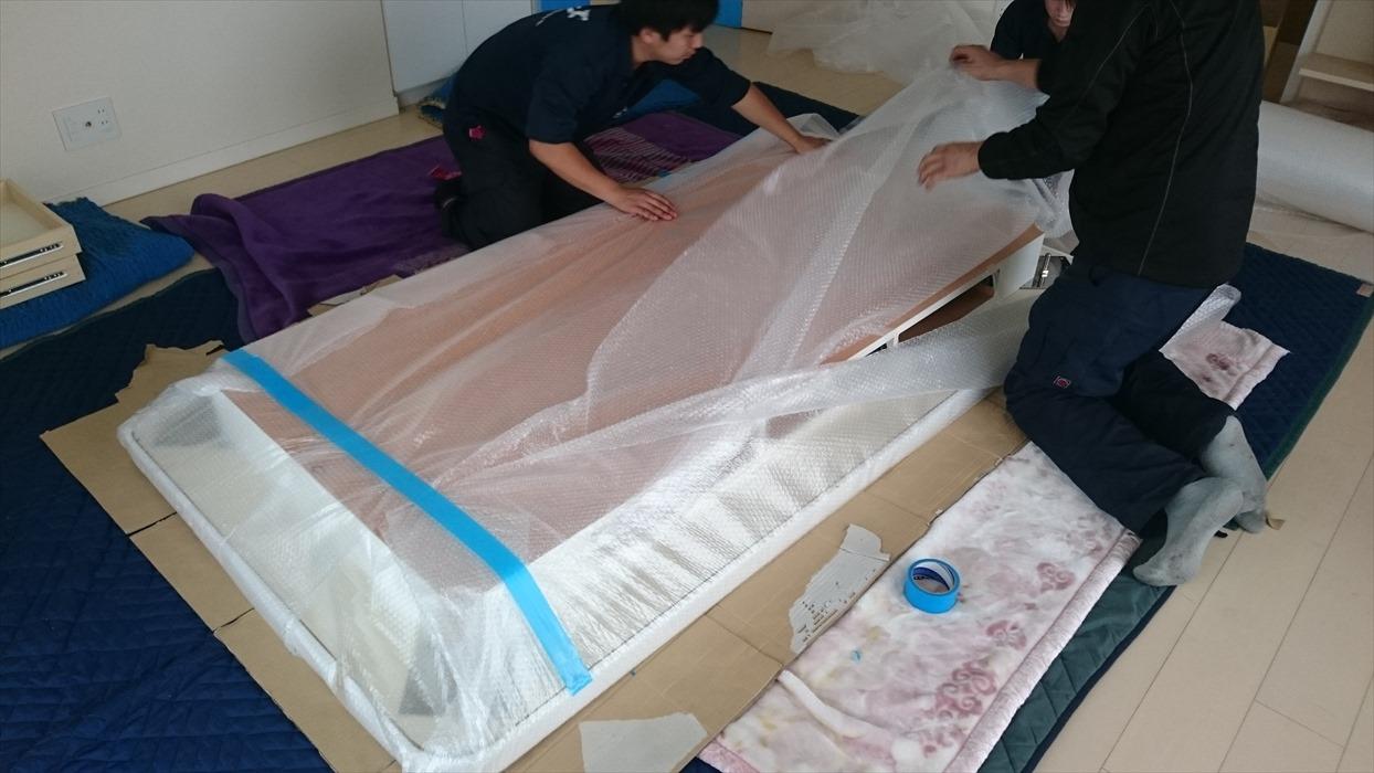 大理石テーブル梱包作業