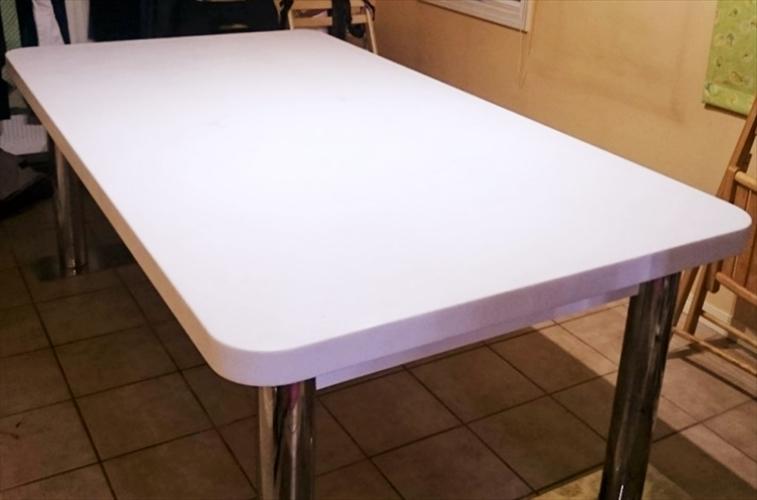 ご新居に設置された大理石テーブル