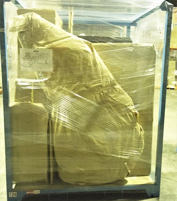 デセデの背もたれ回転ソファを倉庫内保管ラックへ格納後