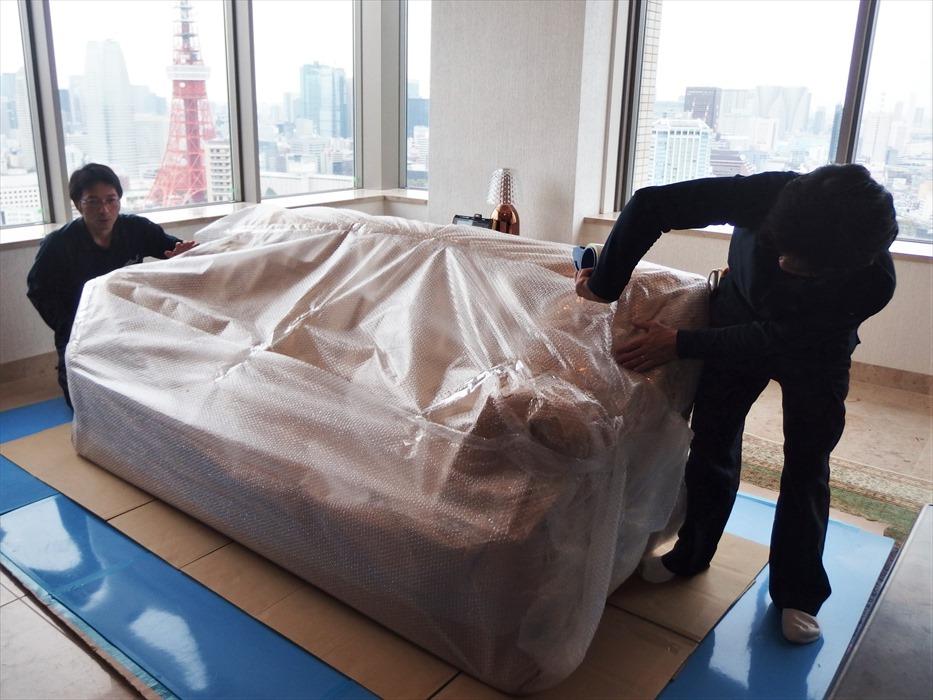 クロムハーツの3人掛けソファの梱包運搬.2