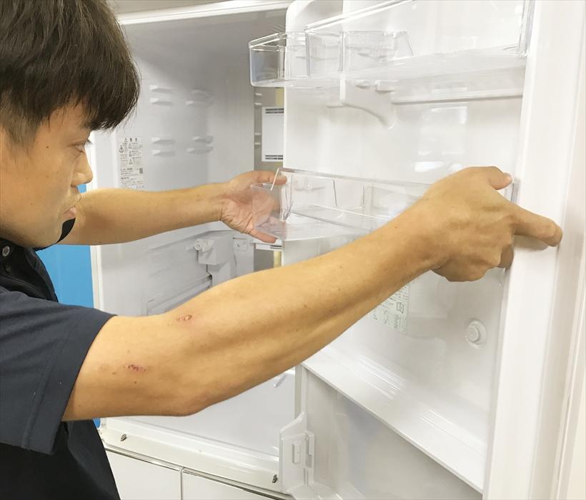 冷蔵庫クリーニング作業.2