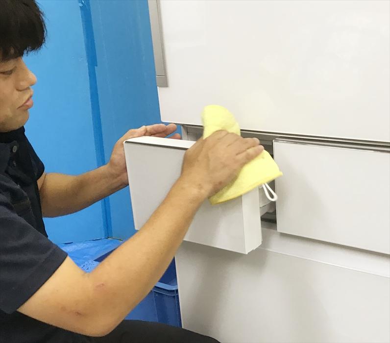 冷蔵庫クリーニング作業.5
