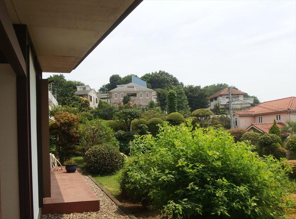 田園調布のご自宅から見える庭と景色