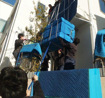 大型冷蔵庫の手作業吊上げ