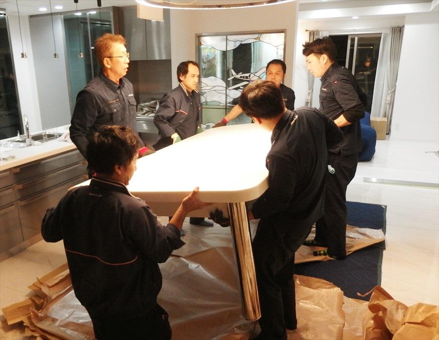 大理石テーブルの設置作業.5