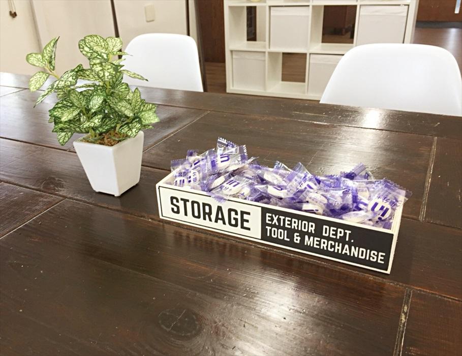 塩飴が置かれた会議テーブル