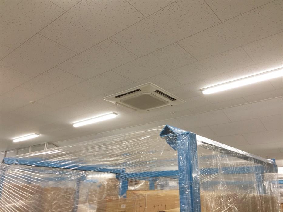 保管倉庫内にある空調