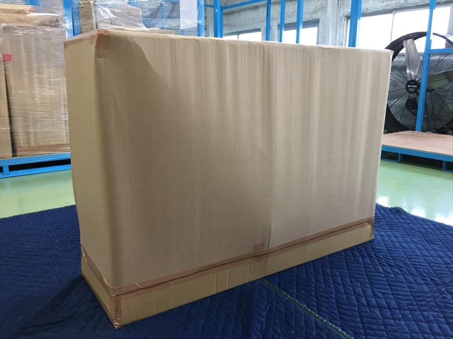 アンティークサイドボードが保管用に梱包された後