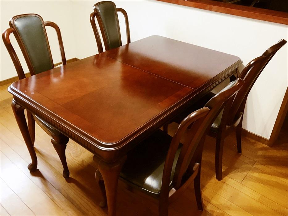 自社倉庫でお預かりしたマルニ木工のダイニングテーブル