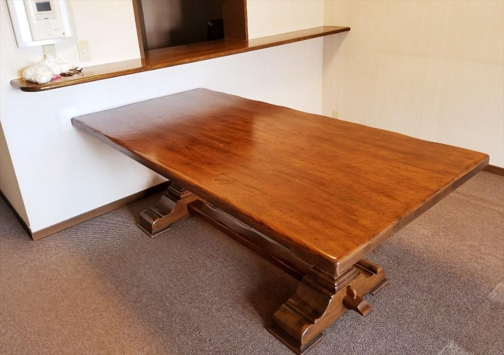 参考写真:無垢材特注ダイニングテーブル