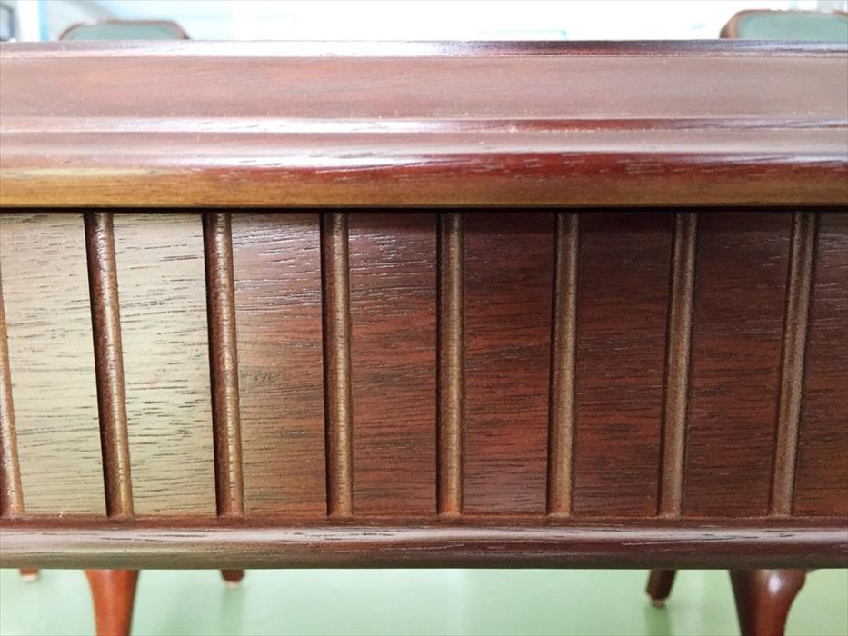 お預かりしたマルニ木工ダイニングテーブルの側面