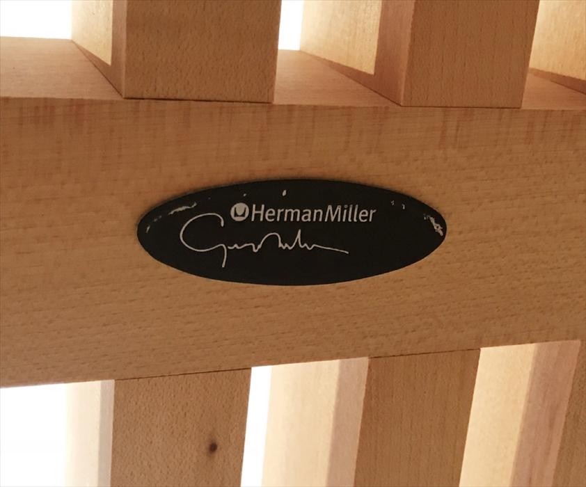 ハーマンミラー社ロゴとネルソンのサイン