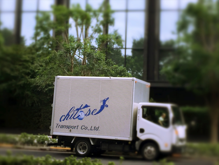 待機中の自社トラック
