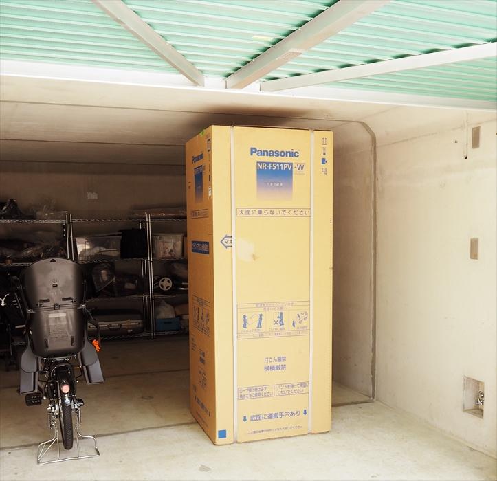 手吊り作業する大型冷蔵庫