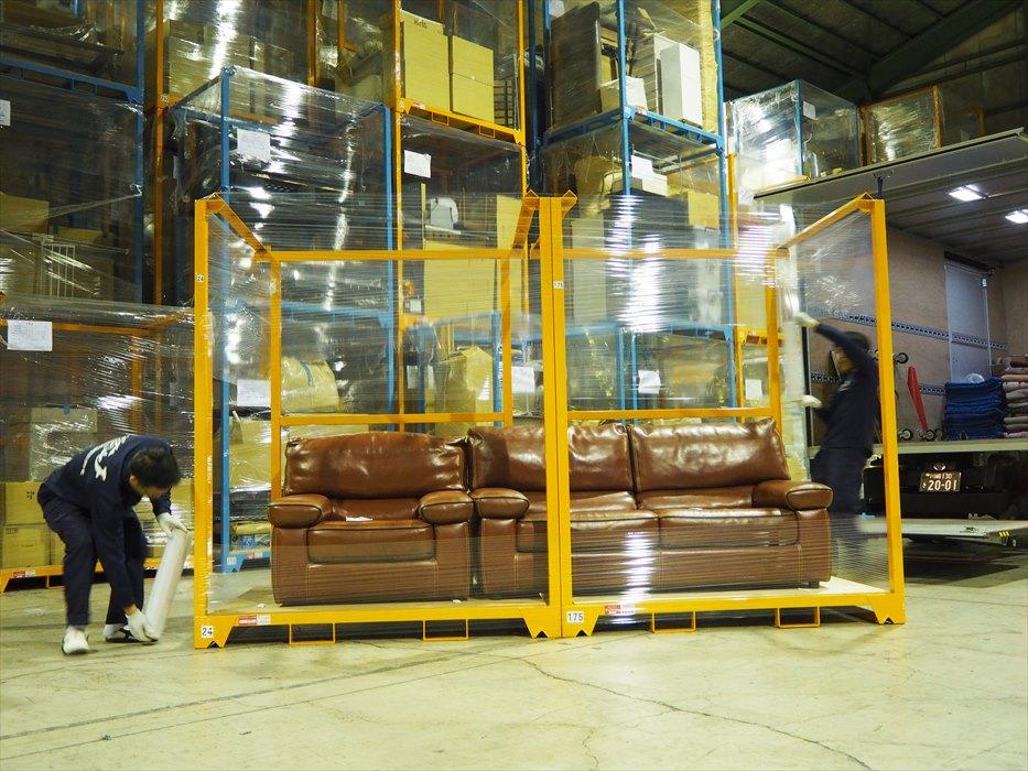 自社倉庫での保管作業