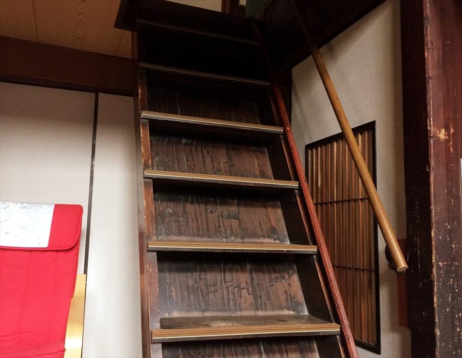 急な階段.1
