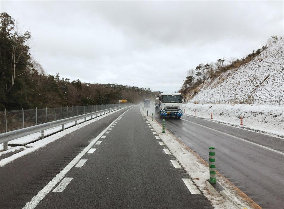 常磐自動車道の雪