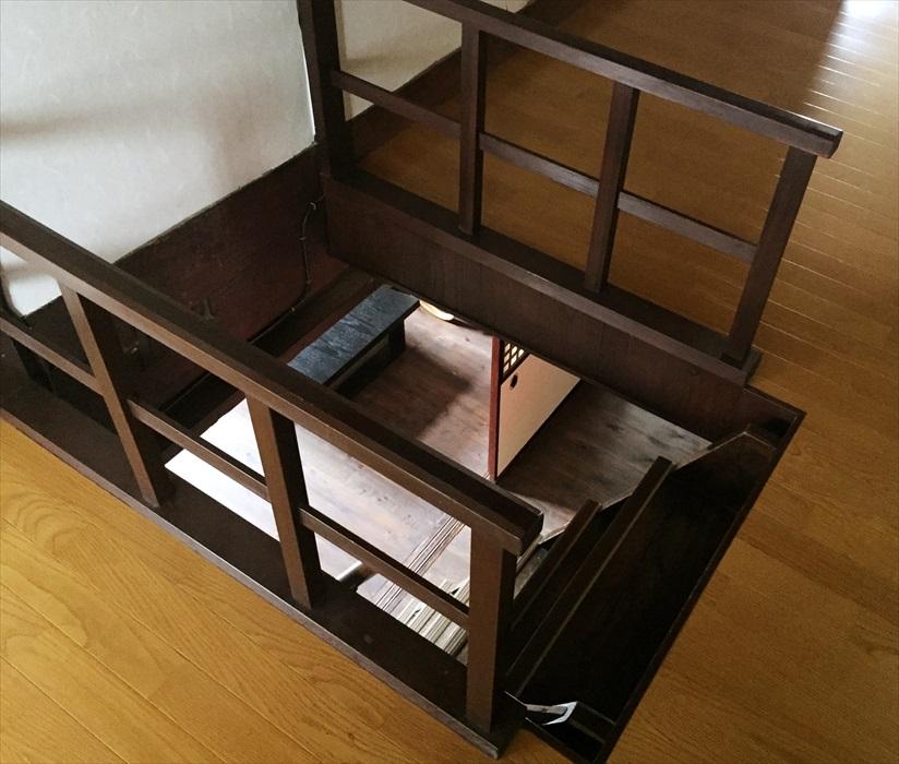 急な階段.2