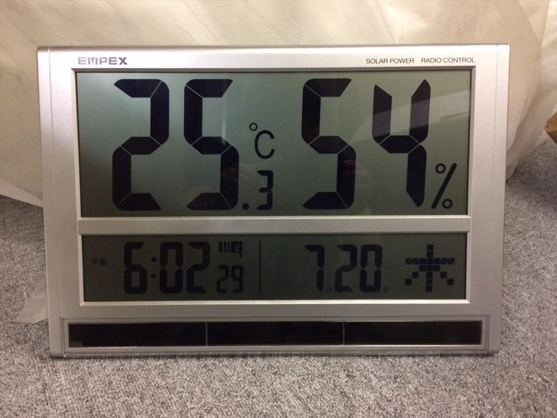 倉庫内の温度湿度計