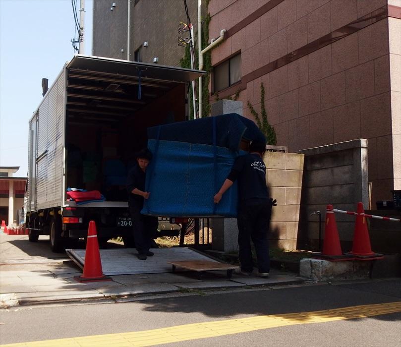 自宅へ運搬する家具