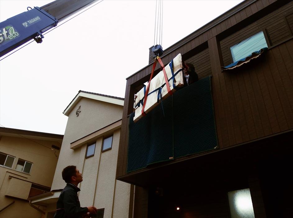 御影石ダイニングテーブル吊り上げ.1