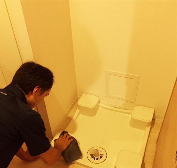洗濯機置き場のお掃除.1