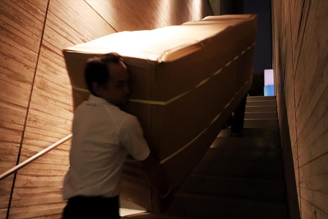ソファの運搬(階段.2)