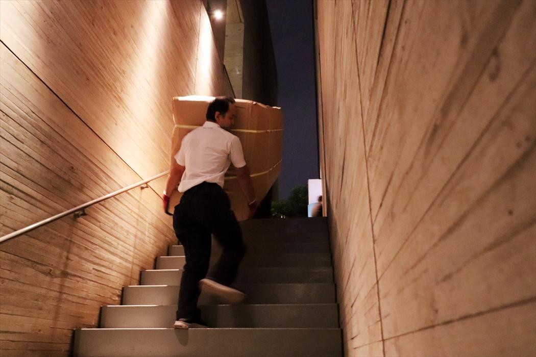 ソファの運搬(階段.1)
