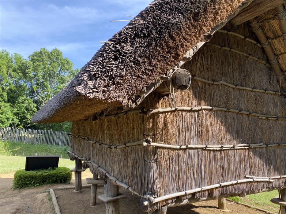 高床倉庫の屋根