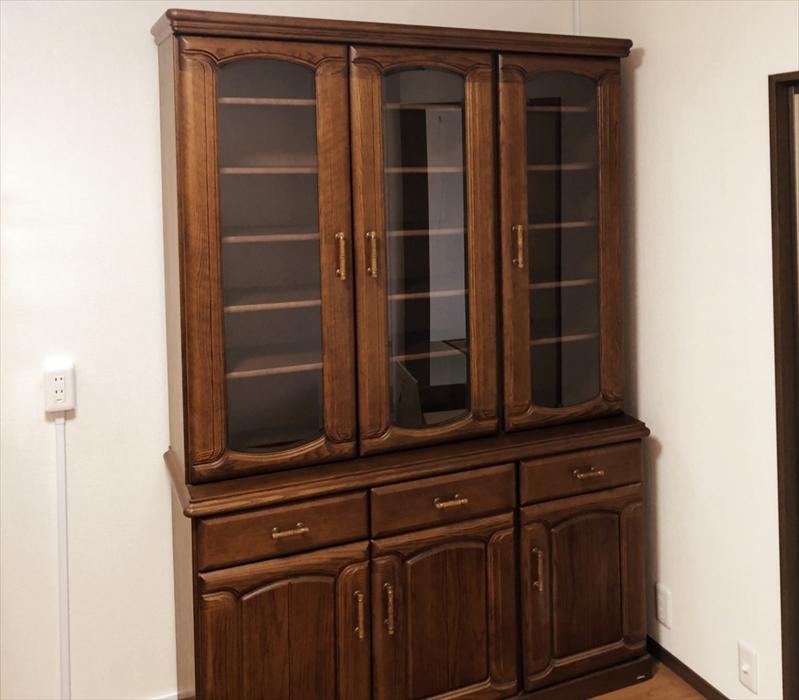 設置が完了した食器棚