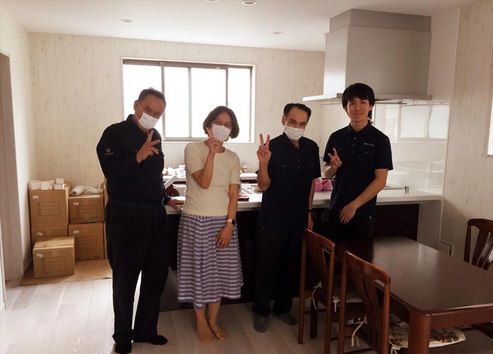 引越保管サービスご利用のお客様記念撮影.2