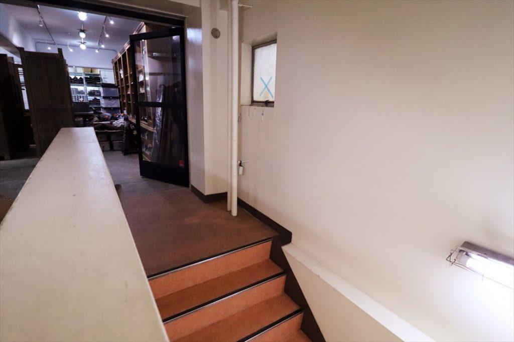 アパレルショップ階段