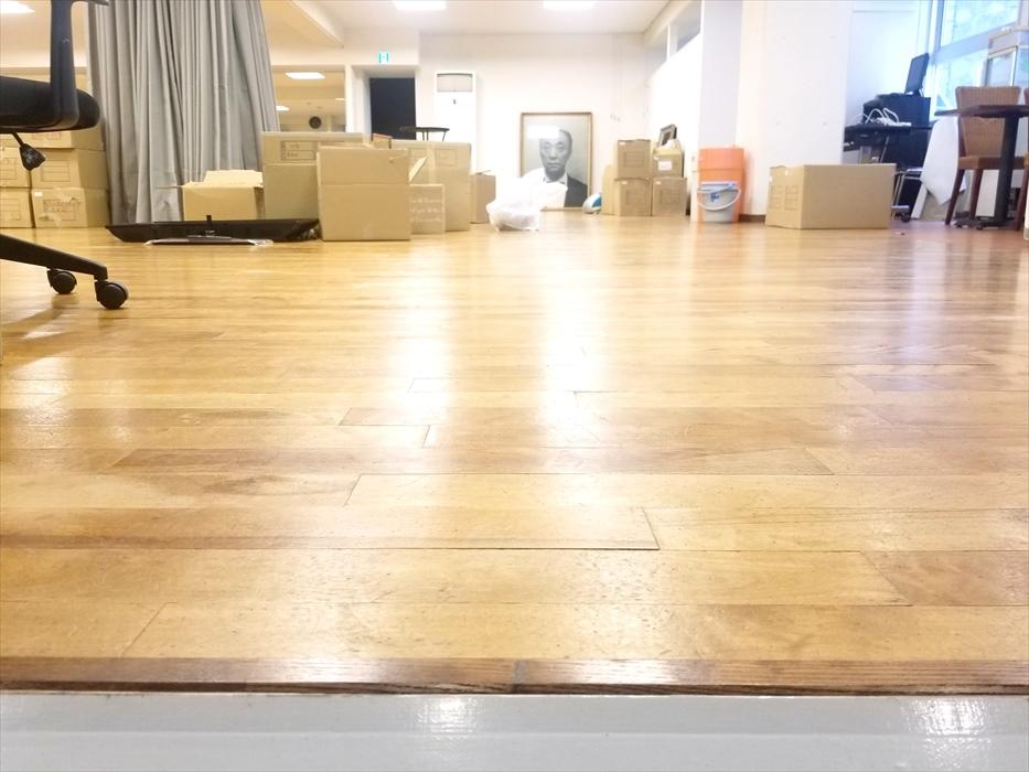 新しいダンス教室の床