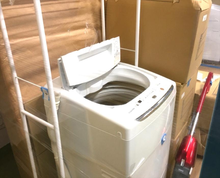 蓋を開けた洗濯機