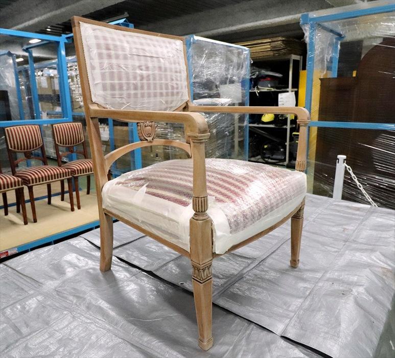 古い塗装を剥したアンティーク椅子