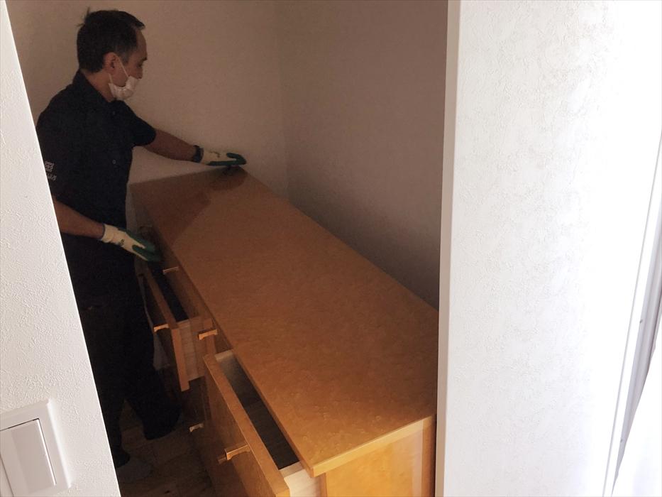 家具のセッティング作業.1