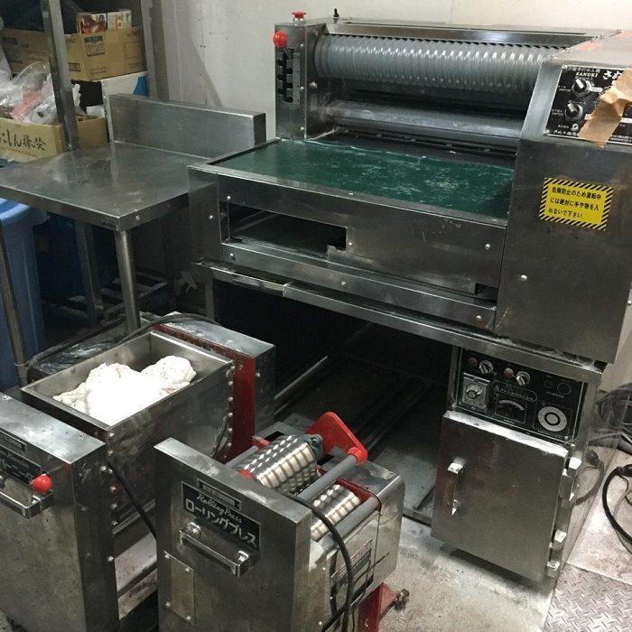 運び出す製麺機