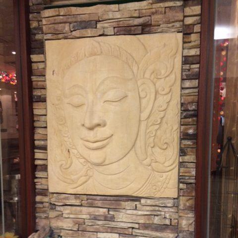 店舗の入り口にある石画