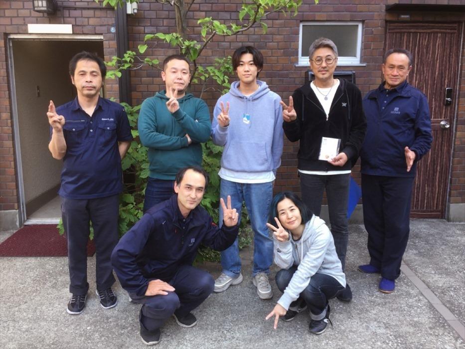 引越サービス完了後のお客様記念撮影.16