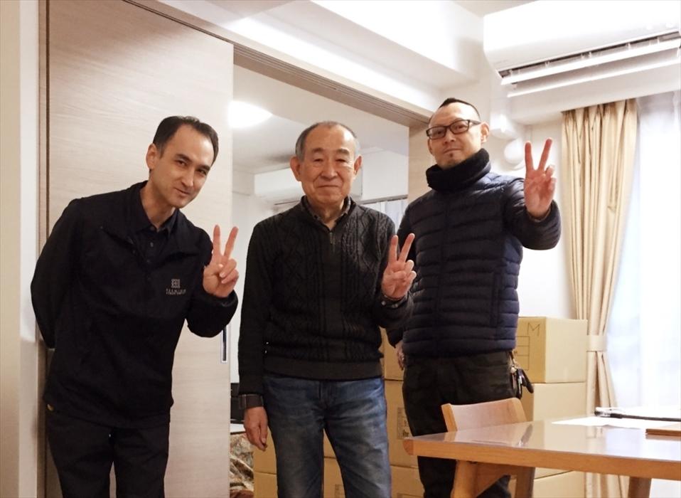 引越サービス完了後のお客様記念撮影.6