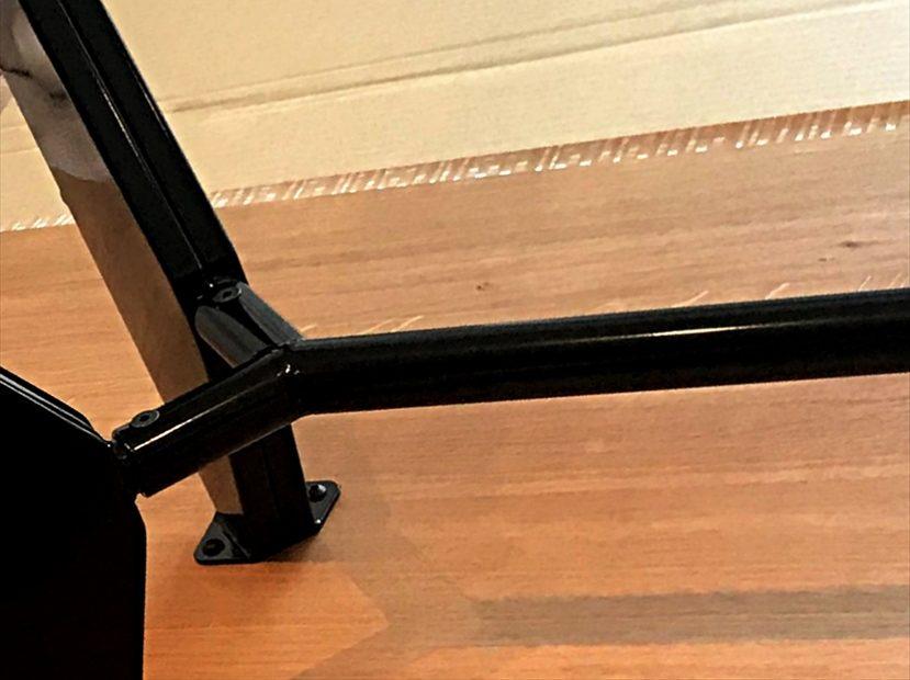 EMテーブルの脚:ベース素材はスチール